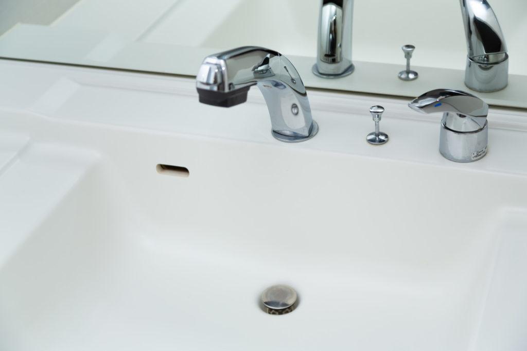 手洗いをする洗面台
